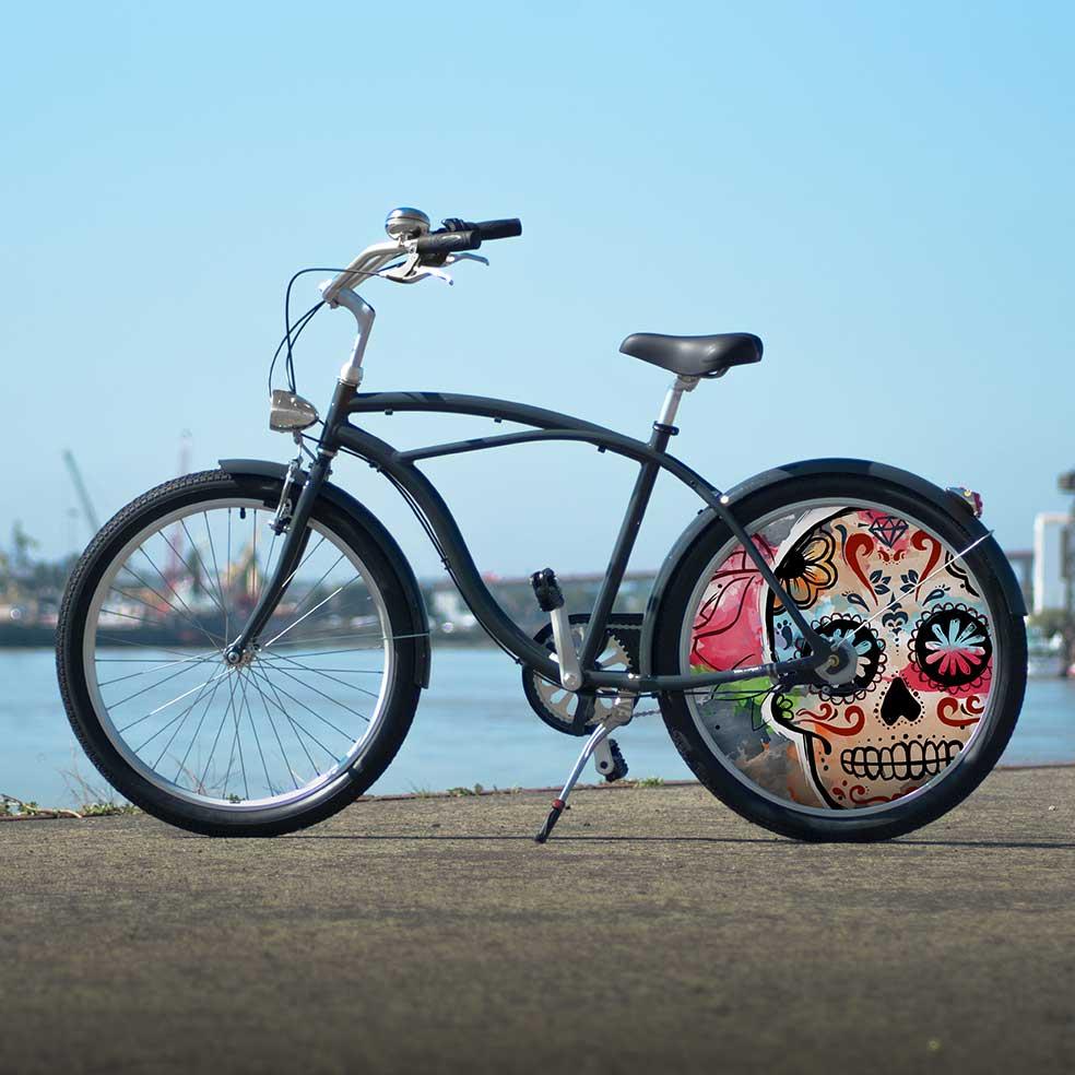 La collection Eskeleto de ce vélo de ville Cruiser possède une roue lenticulaire. Une roue arrière pleine pour un modèle unique en son genre