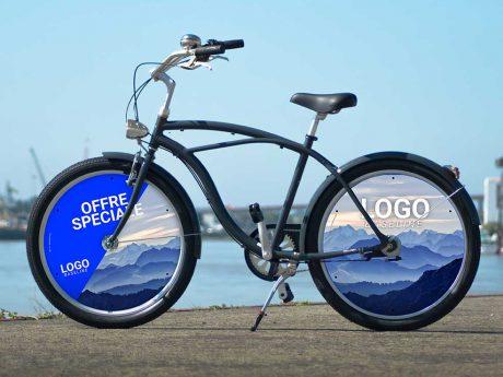 Vélo de ville Cruiser, deux roues pleines. 2 enjoliveurs pleins pour un vélo de fonction de toute beauté. Idéal pour les trajets urbains de vos collaborateurs