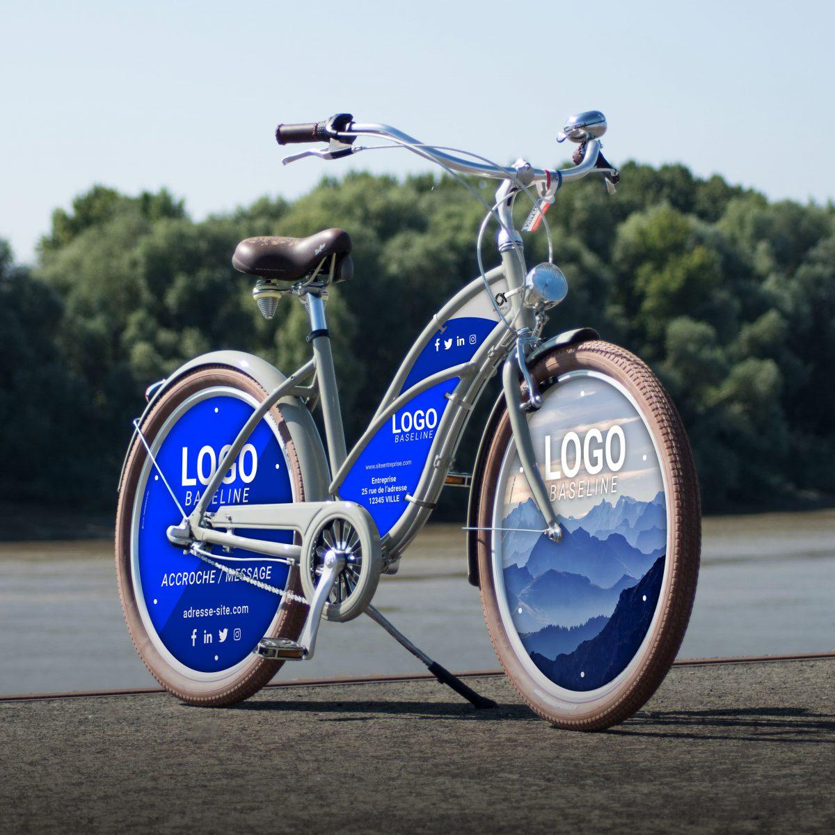 Vélo publicitaire Cruiser homme / femme. Deux roues lenticulaires avant arrière et un cadre aux couleurs et logos de votre entreprise. Pour des campagnes de communication percutantes