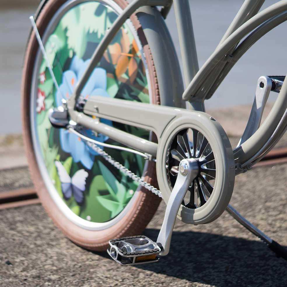 Détail du pédalier du vélo de ville Cruiser Coaster. Pour pédaler facilement et faciliter vos trajets en ville