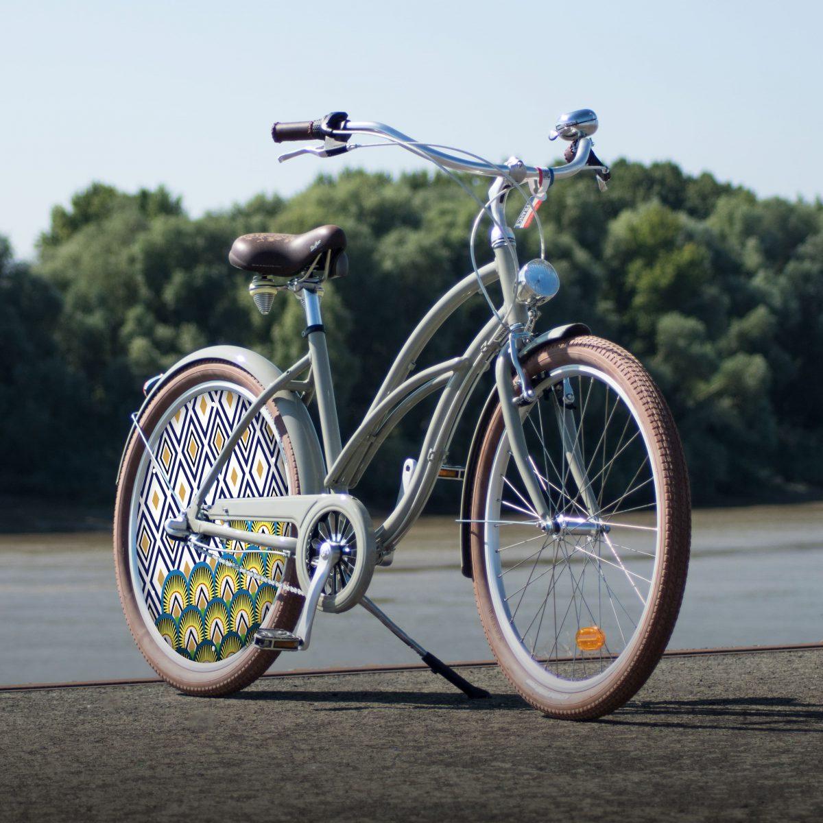 Vélo de collection Indigo. Au look contemporain, ce vélo de ville Cruiser est un must have pour vos trajets en ville