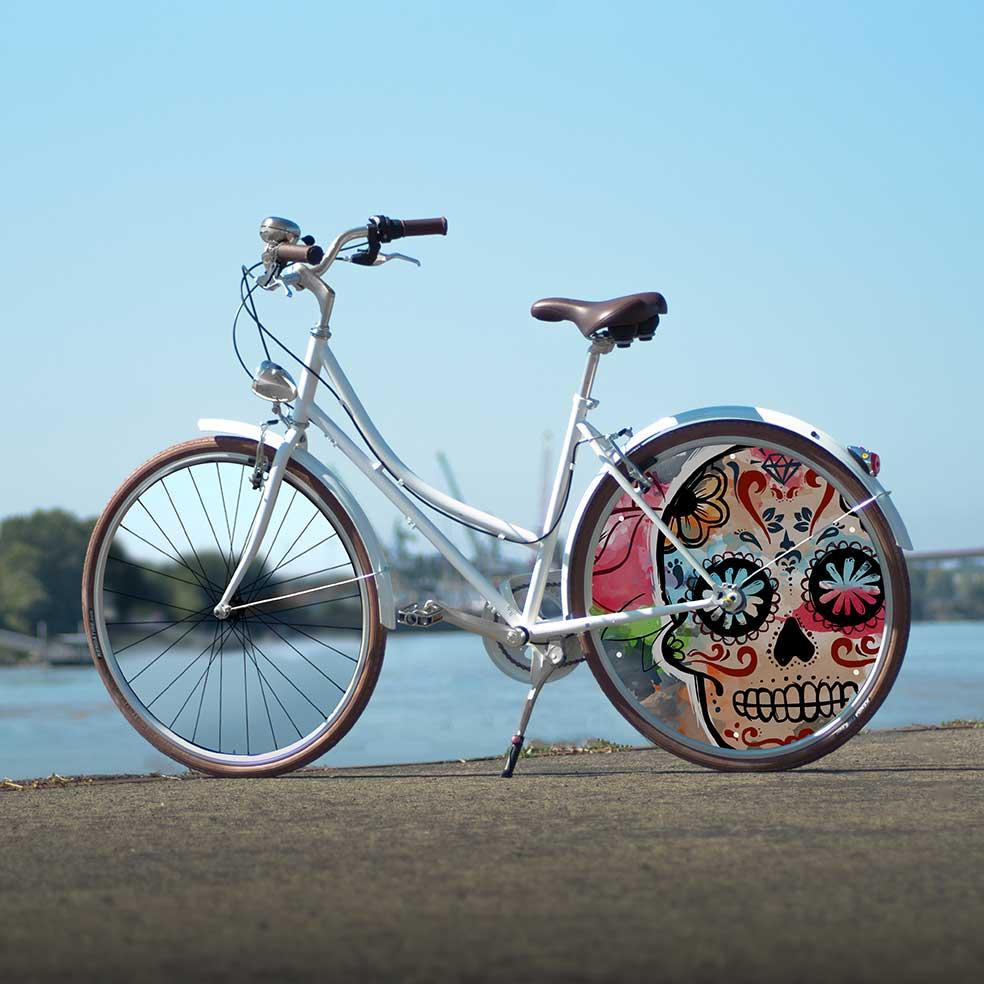 Vélo de ville Coffee Mixte, collection Eskeleto. 1 roue arrière pleine, roue lenticulaire dans l'air du temps. Idéal pour vos trajets en ville
