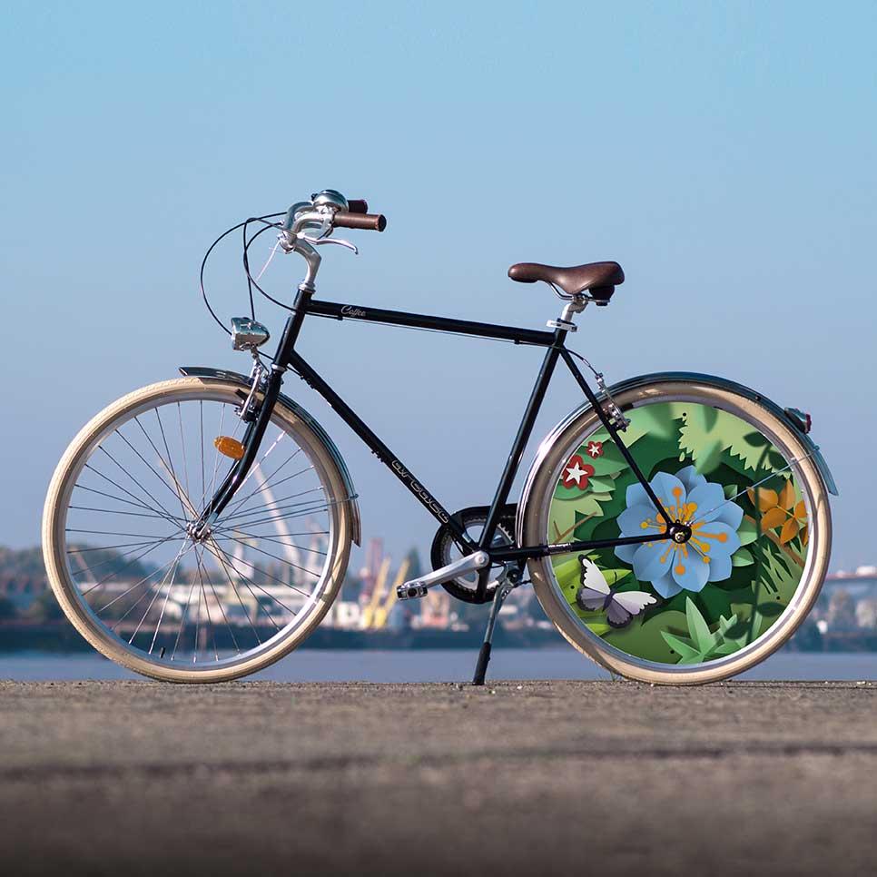 Vélo de la collection Canopée, le vélo de ville Coffee est un vélo pour homme aux lignes épurées. Avec une roue lenticulaire à l'arrière, roulez en arborant un look vintage et tendance à la fois
