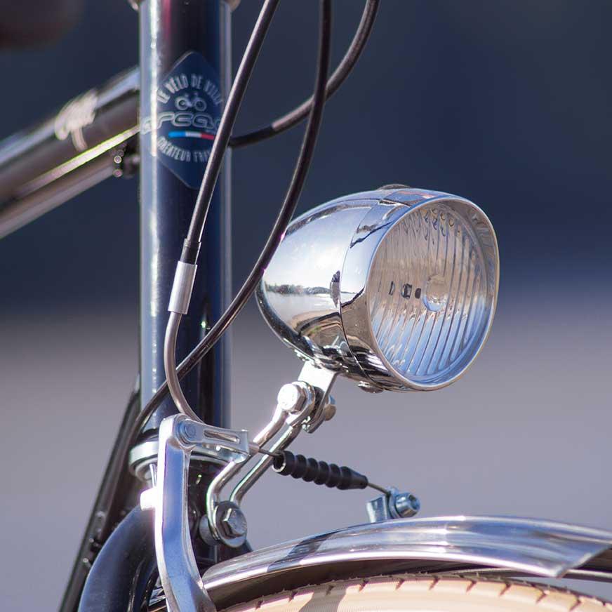 Lumière du vélo de ville Coffee homme. Voir et être vu, un aspect important pour votre sécurité en ville. Solide et au design rétro