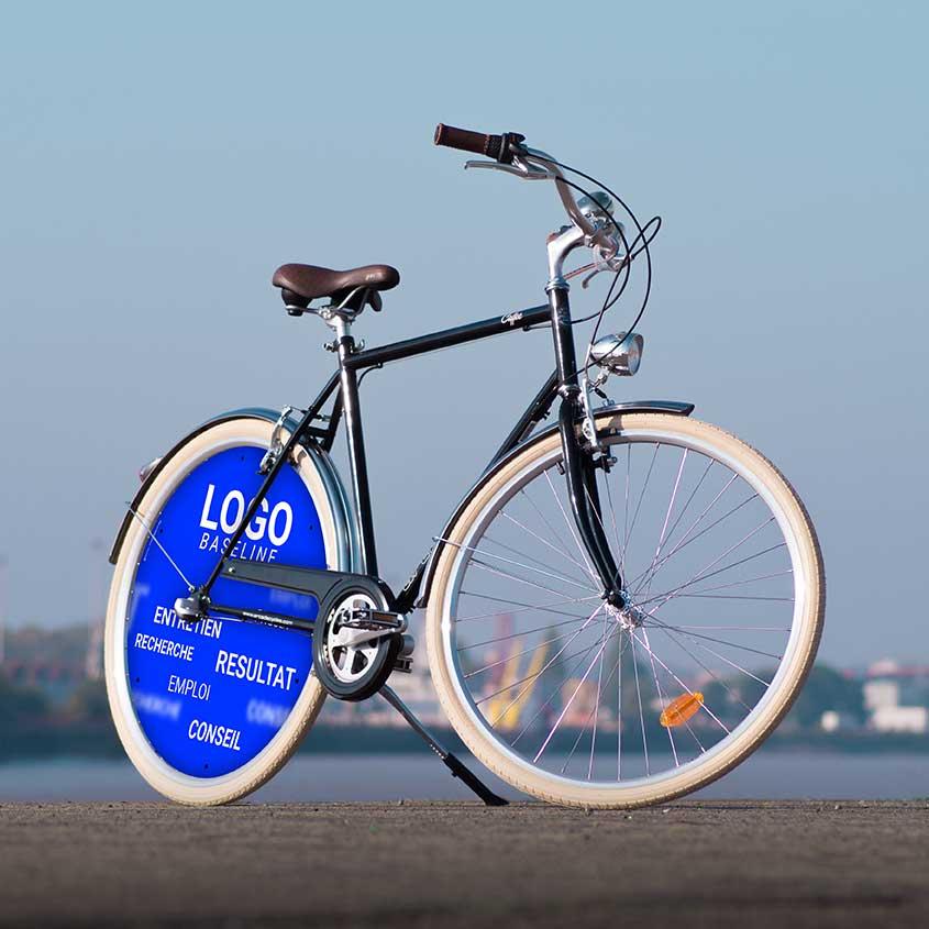 Vous aurez un enjoliveur complet à l'arrière de ce vélo de ville Coffee pour homme. Aux couleurs de votre entreprise, offrez un vélo de fonction pour communiquer et faire plaisir à un collaborateur