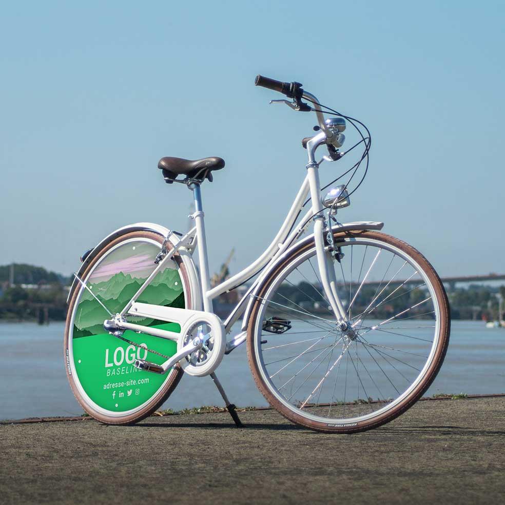 Vous pouvez habiller ce vélo de ville Coffee mixte aux couleurs de votre entreprise. Ce vélo de fonction aura une roue pleine à l'arrière avec les éléments graphiques de votre entreprise