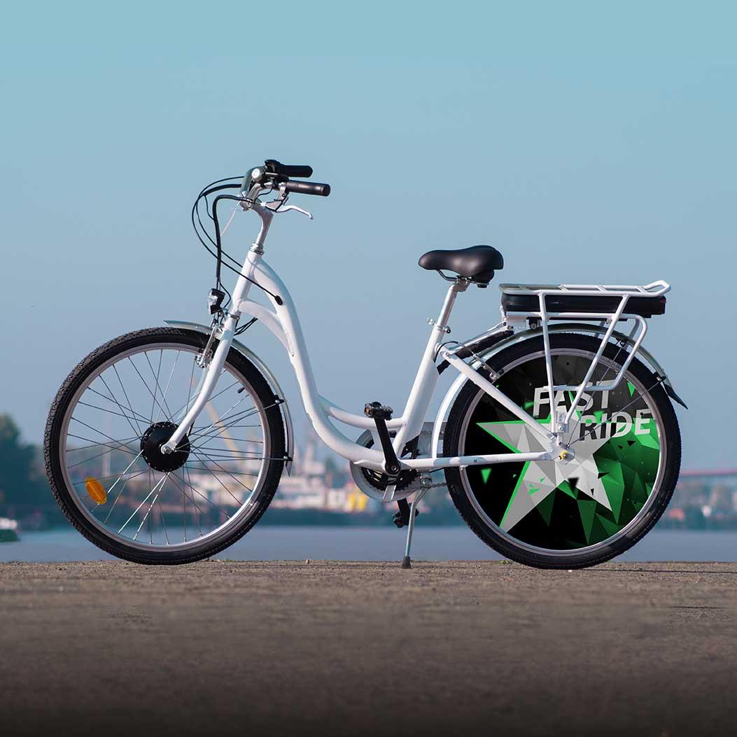 Vélo à assistance électrique, design Fast Ride. Des couleurs sportives sur un vélo de ville électrique aux lignes simples mais efficaces. Confort et look, un must have