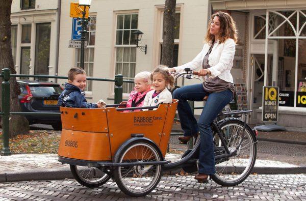 Modèle de Vélo cargo triporteur avec enfants