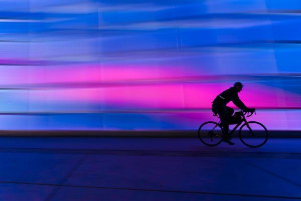 Une personne sur un vélo