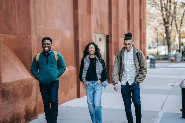 Jeunes qui marchent